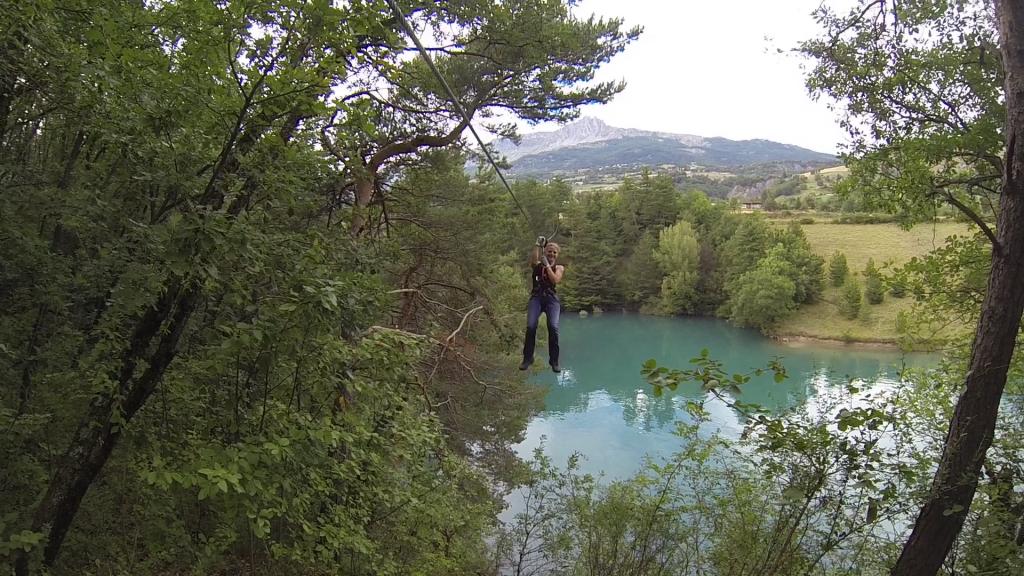 Les tyroliennes du lac